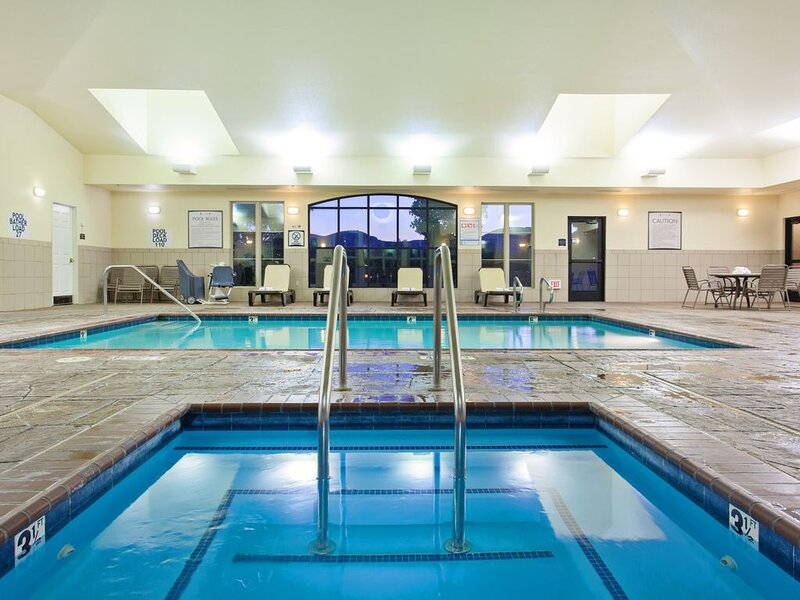 Suite Near Napa Valley Wine Country | Pool, Shared Whirlpool + Gym Access, holiday rental in American Canyon