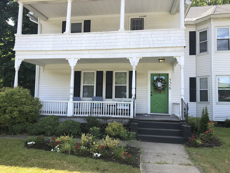 Apartment Newly Remodeled Super Location, holiday rental in Pittsfield