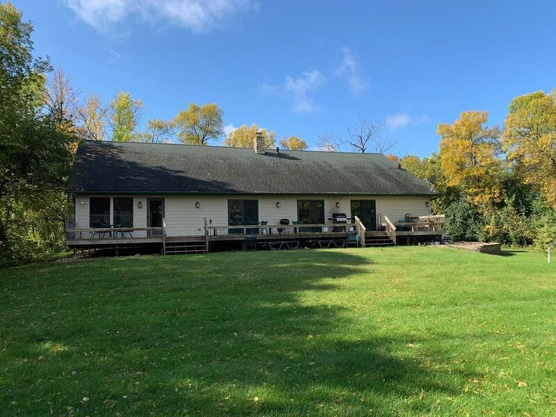 Family cabin situated between two lakes and next to acres of private woodlands., holiday rental in Barrett