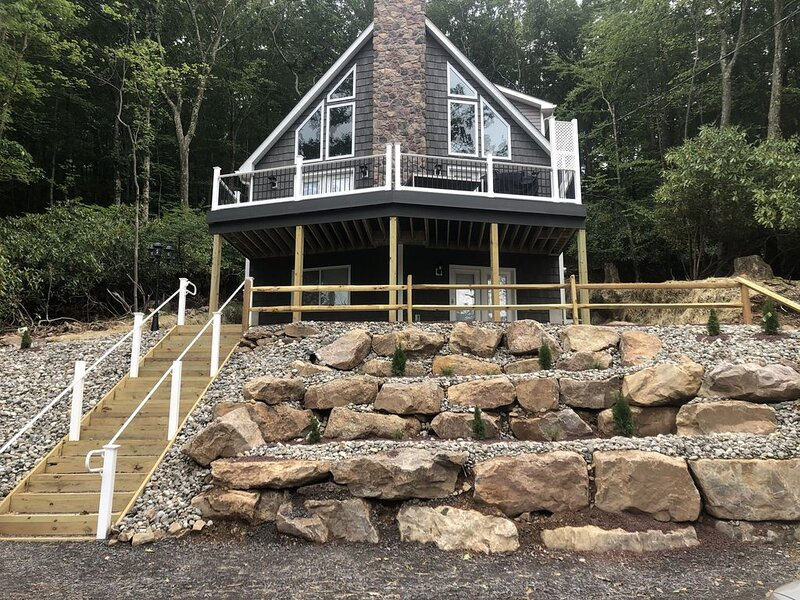 JUST BUILT and CLOSE TO ALL THE ACTION - ON SALE I need reviews, holiday rental in Lake Harmony