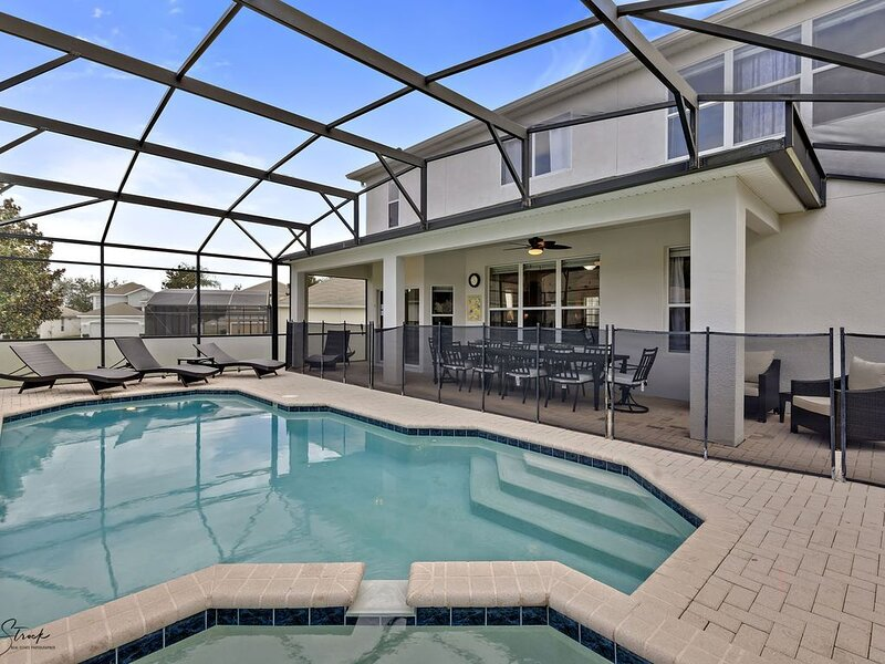 *'BE OUR GUESTS'/Private luxury pool &spa FREE HEAT/NEW/2.5 MILES to DISNEY, holiday rental in Four Corners