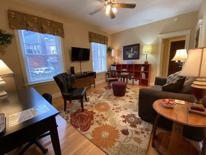 Serene Style in Heart of Central West End, holiday rental in Saint Louis