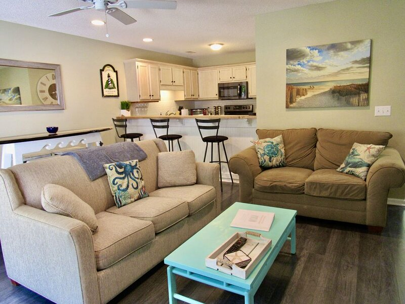 Entire Townhouse Minutes from Wrightsville Beach!, vacation rental in Wilmington