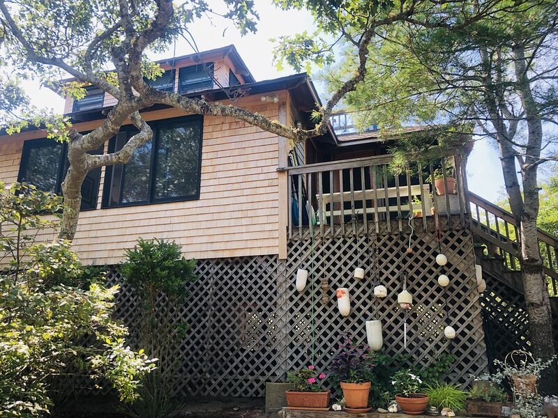Magical House in the Trees with Water View - Secluded Area – semesterbostad i Aquinnah