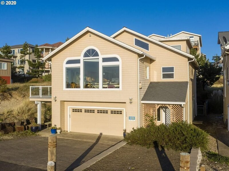 4 Bed/4 Bath W/ Spa, BBQ, Fireplaces, Gameroom loft, holiday rental in Cape Meares