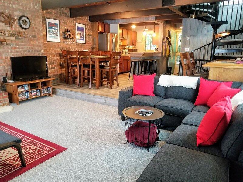 Gorgeous 4BR 2.5BA Stowe Townhome Ideal Location NEWLY RENOVATED! WORK REMOTELY!, aluguéis de temporada em Stowe