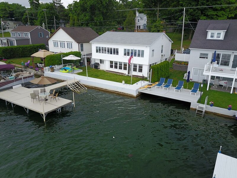 Canandaigua Lake Rental Cottage-Perfect for Summer, wine tours or ski vacations, holiday rental in Fairport