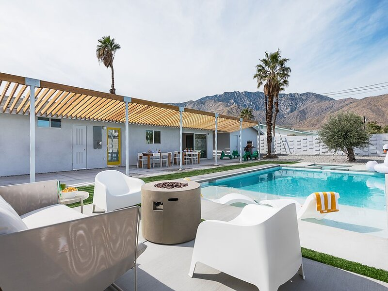 Sunshine With Modern Comfort and Mid-Century Style, casa vacanza a North Palm Springs