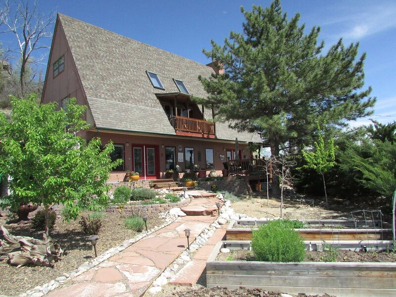 High Desert Perch with views., holiday rental in Farmington