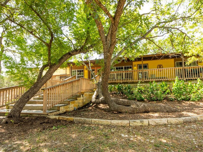 JOHNSON CREEK - YOUR HILL COUNTRY GETAWAY!, holiday rental in Ingram