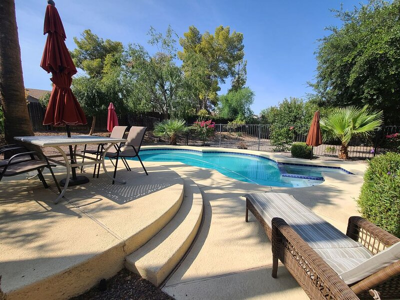 CLEAN, QUIET, PRIVATE 3BR, 3 bath, Loft, private pool, alquiler vacacional en Chandler