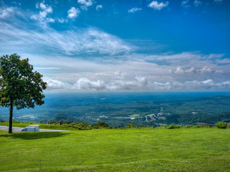 Million dollar view-'The Brow' condo on White Oak Mountain near Tryon & TIEC, alquiler de vacaciones en Columbus