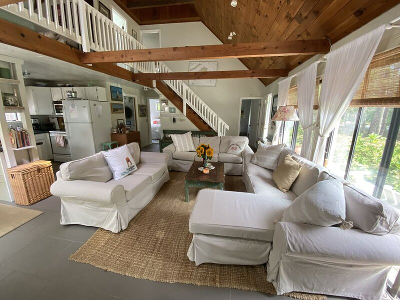 Charming Marthas Vineyard Home with AC, location de vacances à Edgartown