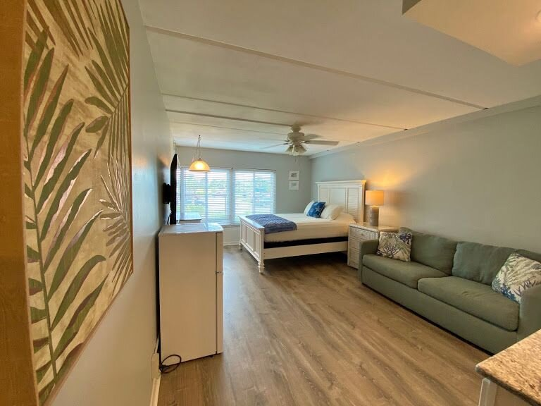 Beacher's Lodge Studio Suite - Includes Hotel Housekeeping, location de vacances à Crescent Beach