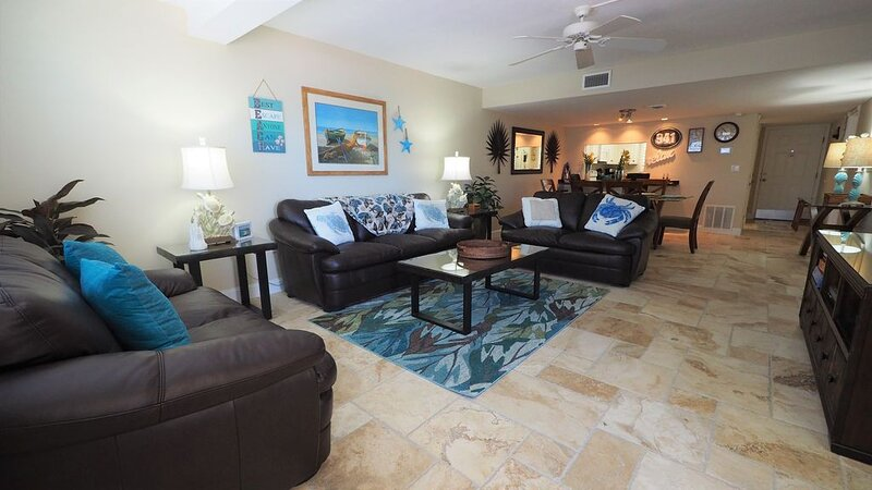 DISCOUNT special NEW LISTING, Remodeled ON BEACH, Gulf view! all Stone floors., casa vacanza a Gulf Gate Estates