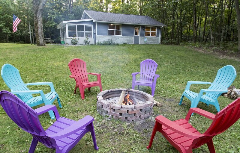Perfect Getaway Location! Near Downtown Ludington & Lake MI Beach, aluguéis de temporada em Ludington