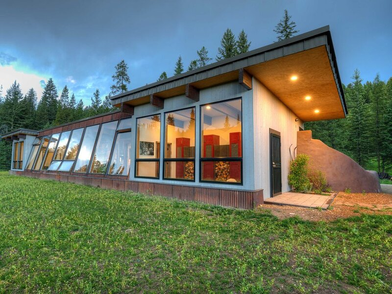 Earthship Sustainable Home Experience in Big Sky, aluguéis de temporada em Gallatin Gateway