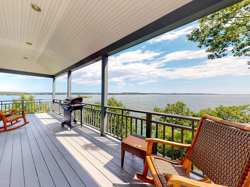 New listing! Oceanfront home w/amazing view, wrap-around deck & 2 fireplaces!, vakantiewoning in Bath