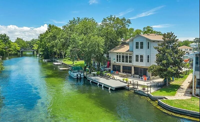 Luxury Home on The Weeki Wachee River!, holiday rental in Spring Hill