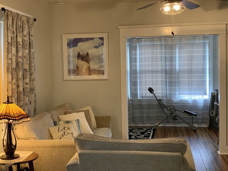 No Cleaning Fees- Nice house in Atlantic City- Close to All, holiday rental in Atlantic City