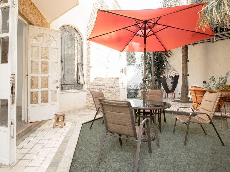 Casa Zula: Delightful House In Tlaquepaque, family and pet friendly!, location de vacances à Tlaquepaque
