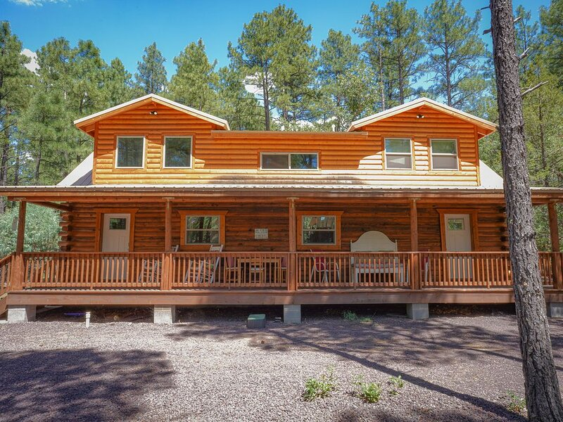 BRAND NEW GORGEOUS CABIN NESTLED IN THE PINES BY RAINBOW LAKE, location de vacances à Pinetop-Lakeside