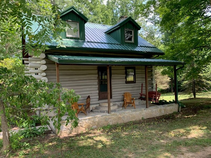 Relax at The 'Wilberness' Log Cabin close to Rocky Fork Lake!, vacation rental in Hillsboro
