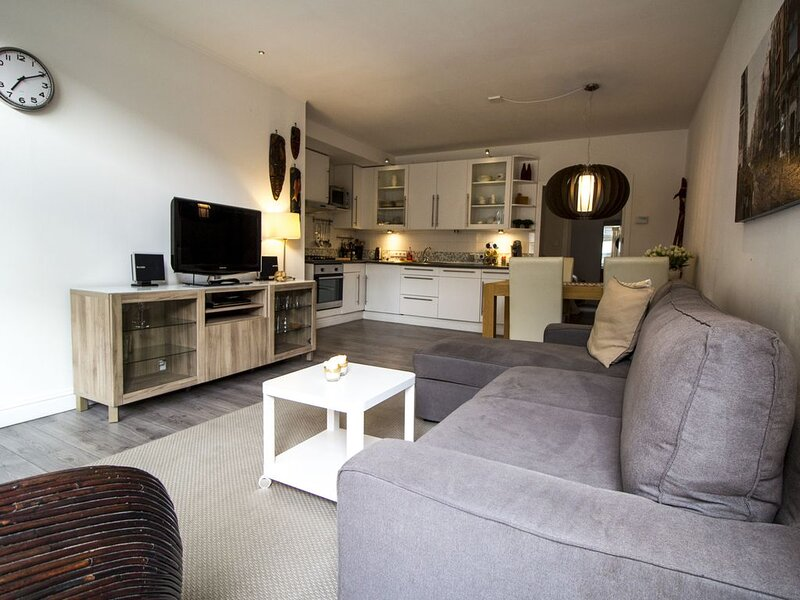 Lovely Ground Fl. Apartment in Historic Canal House, Jordaan, Center, Amsterdam, vakantiewoning in Amsterdam