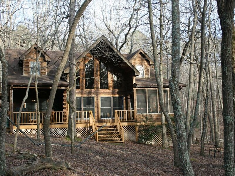 North Ga Mountain Log Cabin Located in Bent Tree Community, holiday rental in Talking Rock