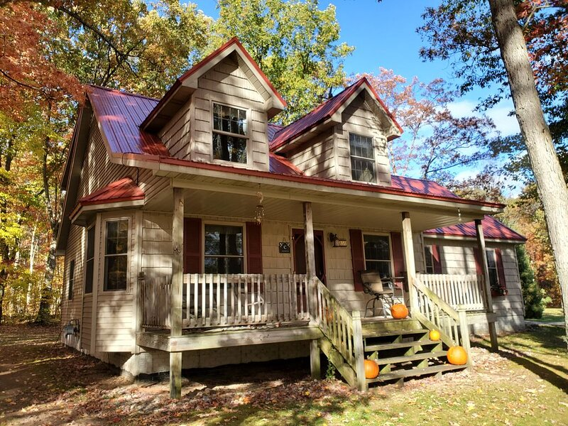 Red Roof on Arbor Drive, holiday rental in Marion