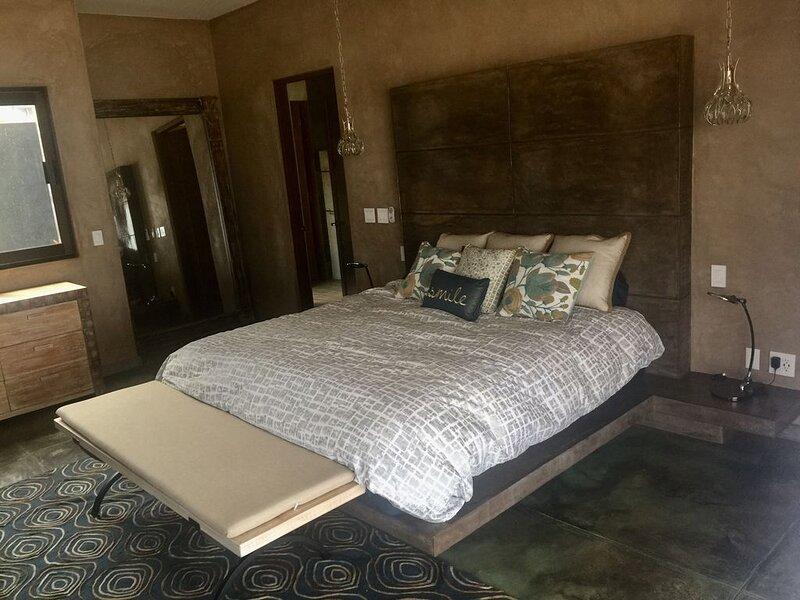 'Villa Rocas' Beachfront Luxury Villa, holiday rental in El Pescadero