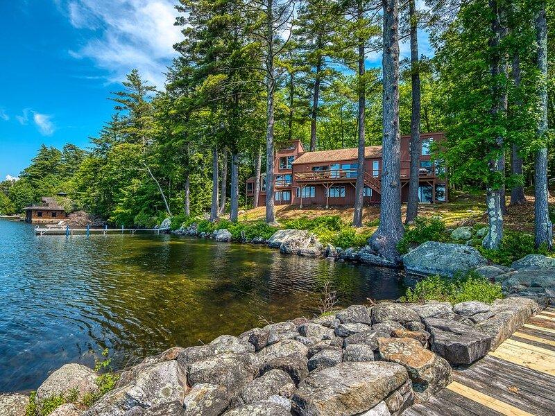 BEAUTIFUL WATERFRONT HOME ON LAKE WINNIPESAUKEE!!, vacation rental in South Tamworth
