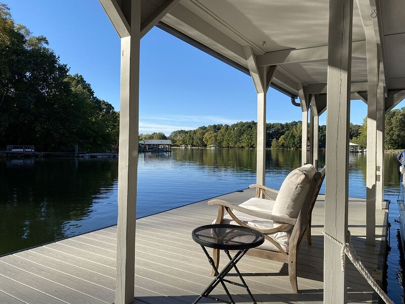 McNaron Escape - Kayaks/Pool Table (Jet Ski/Boat Rentals Available), vacation rental in Mooresville