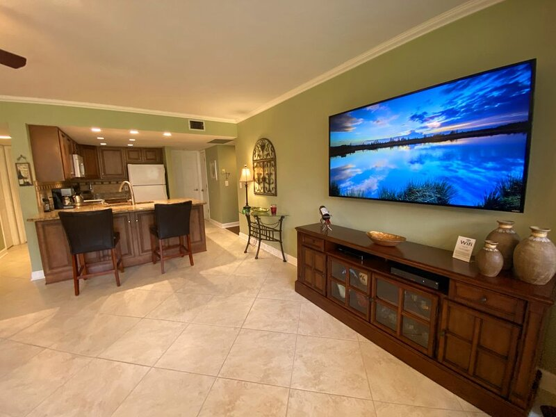 Ground Floor - Delightful and Totally Divine - Free Netflix, WI-FI, Chromcast, vacation rental in Sarasota