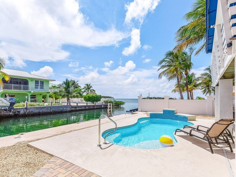 Delightful canalfront home w/ private pool, gas grill, WiFi, and water views!, casa vacanza a Grassy Key