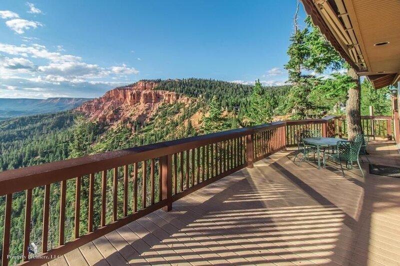 Torrey's Getaway Cabin at Zion View Mtn Estates, holiday rental in Duck Creek Village