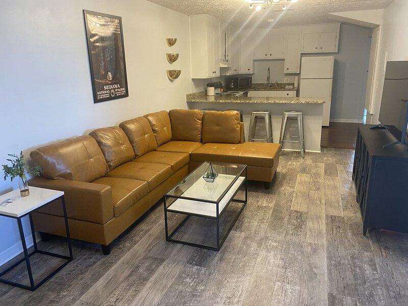 ‼️DECEMBER DEALS‼️ Magnolia Linen Company Unit 9 New Downtown Auburn Unit, aluguéis de temporada em Tuskegee