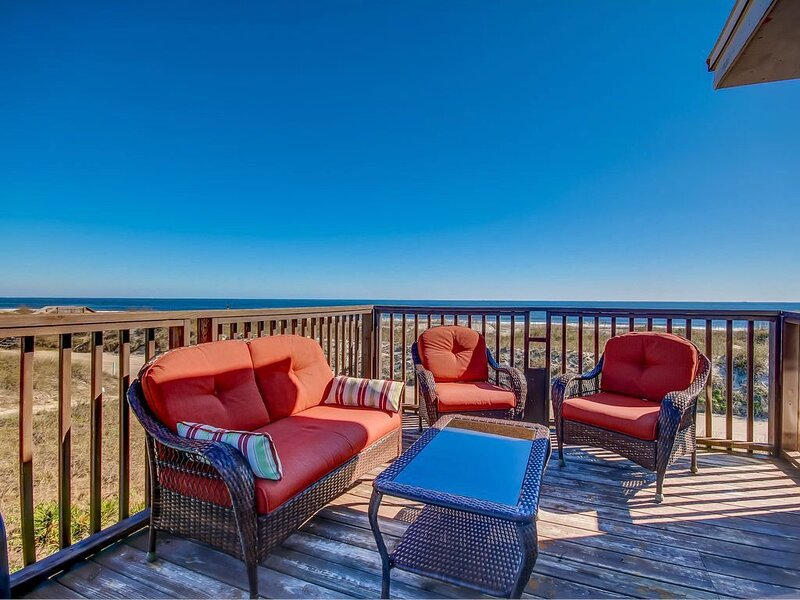 Spacious, Ocean View House, Steps Away to the Beach!, vacation rental in St. Marys