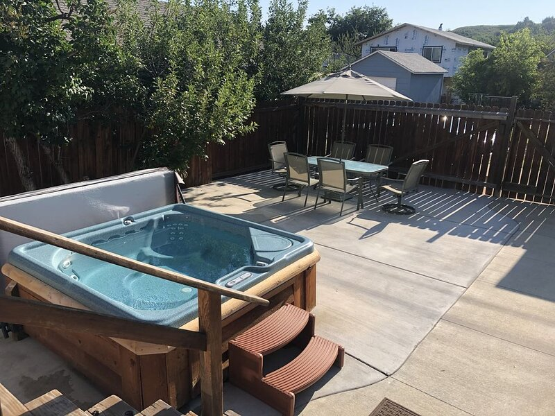 Sweet Retreat-HOT TUB, Walking Distance to Downtown; Wifi & DirecTV, No Pets, aluguéis de temporada em Roberts