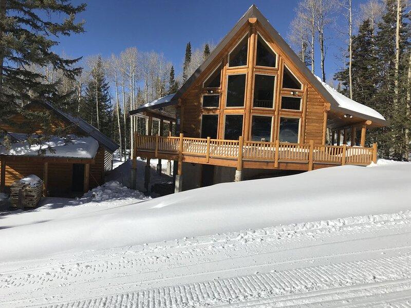 Littlebear ski in/ski out cabin, aluguéis de temporada em Beaver