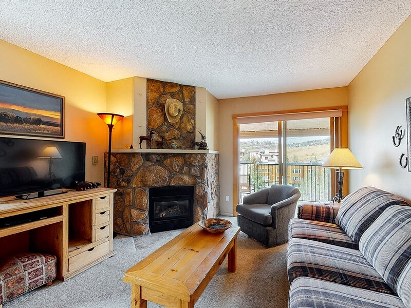Great condo w/ remodeled kitchen, balcony, & ski-in/ski-out access to mountain!, alquiler vacacional en Steamboat Springs