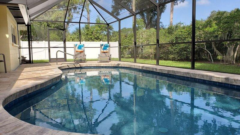 Beautiful Pool Home minutes from Siesta Key, casa vacanza a Gulf Gate Estates