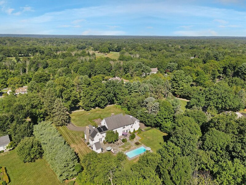 Luxe CT Country Home w/ Hi-end WiFi for WFH & School, holiday rental in Fairfield