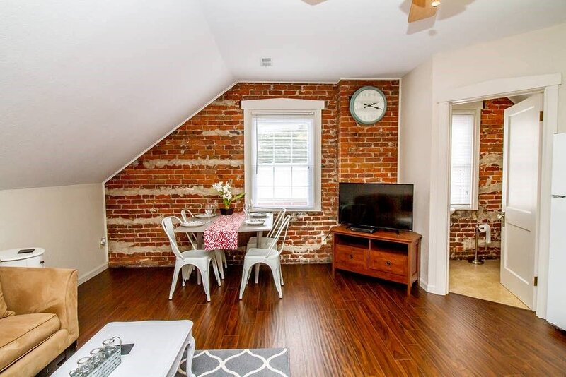 Suite 4 - Adorable 2 Bed Suite in Downtown Hermann, holiday rental in Chamois
