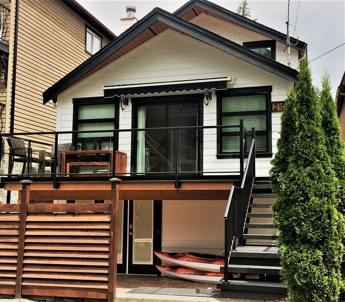 *thelakehouseatcultus - Well appointed home just steps to the lake, holiday rental in Harrison Hot Springs
