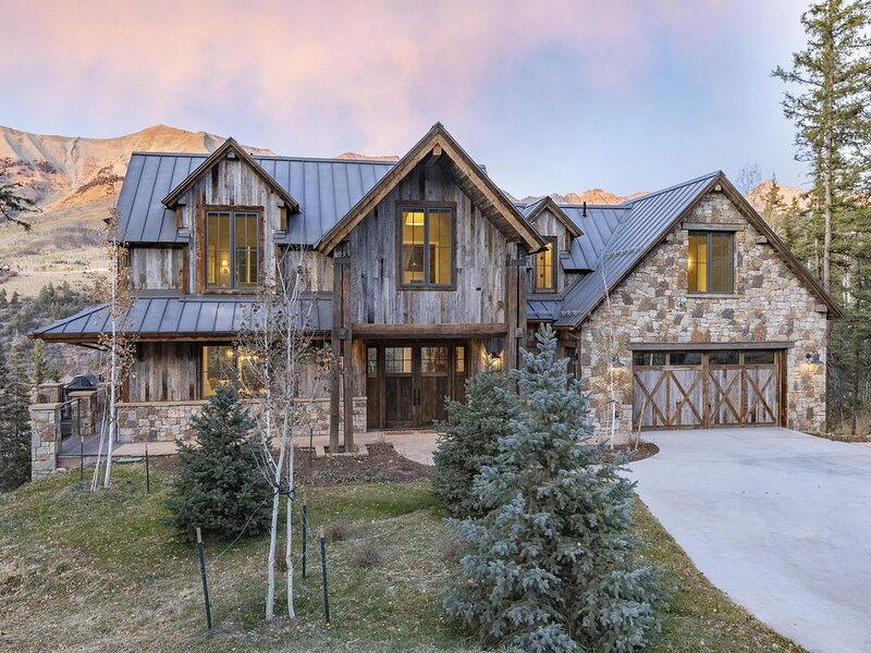 OVERLOOK HAUS - New construction, remote and luxurious, casa vacanza a Placerville
