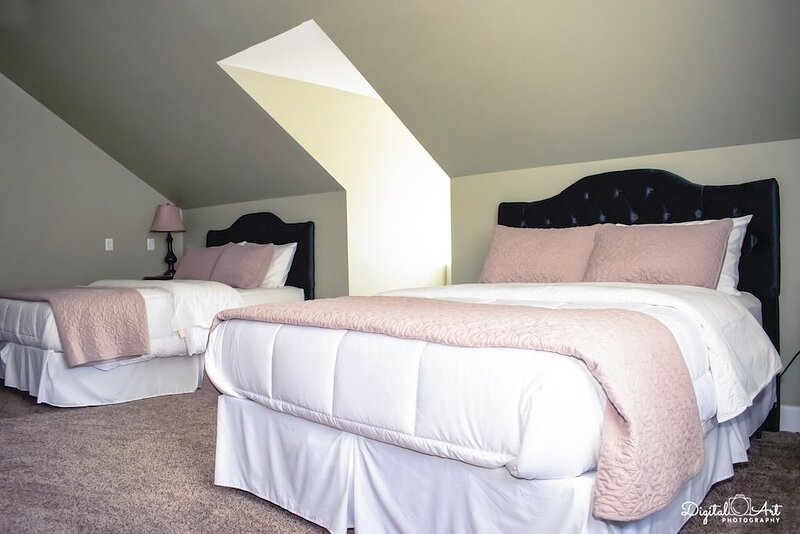 Luxury and Character in Maysville, Kentucky, holiday rental in West Union