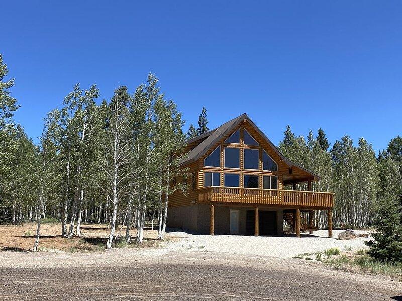 New Custom Cabin Tucked Away in the Aspen Trees - 4bedroom, 4.5bath, casa vacanza a Duck Creek Village