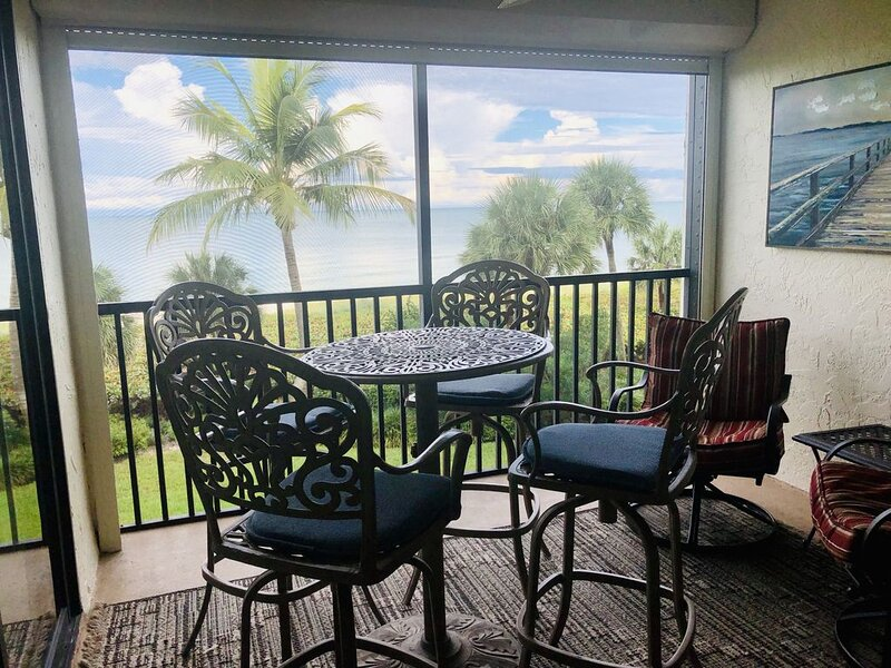 On beach w/heatd pool & tennis, secluded 3 weeks (only 30 units) Jan. 23-Feb. 13, holiday rental in Naples Park