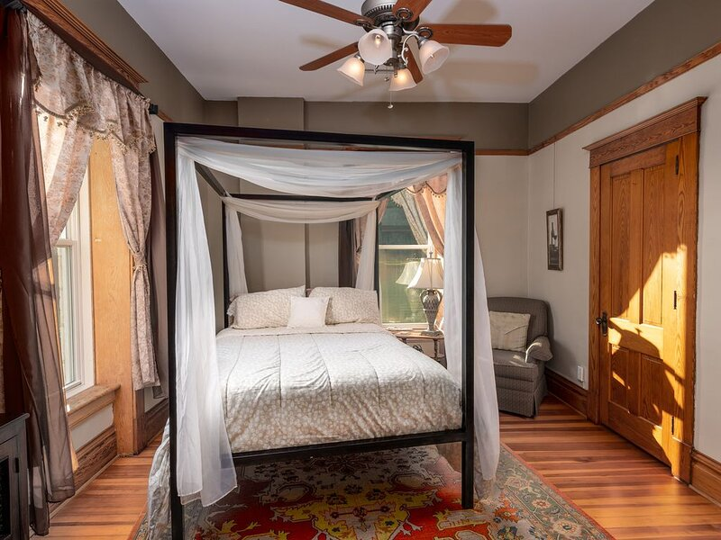 Botanical Suite at Elkader Jailhouse Inn, holiday rental in Prairie du Chien